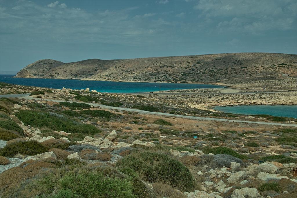 Rechts das libysche Meer, links die Ägäis. Landenge an der Ostspitze von Kreta.