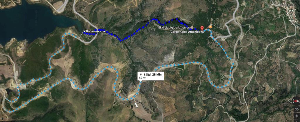 Patsos-Schlucht: Kartenausschnitt mit Wanderweg durch die Schlucht (dunlkelblau) und nicht empfohlener Weg (hellblau). : Auf der Karte ist Norden links, Süden rechts.