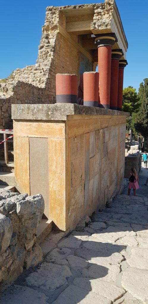 Beton gewordene  Theorie: Rekonstruktionen auf dem Palasthügel von Knossos