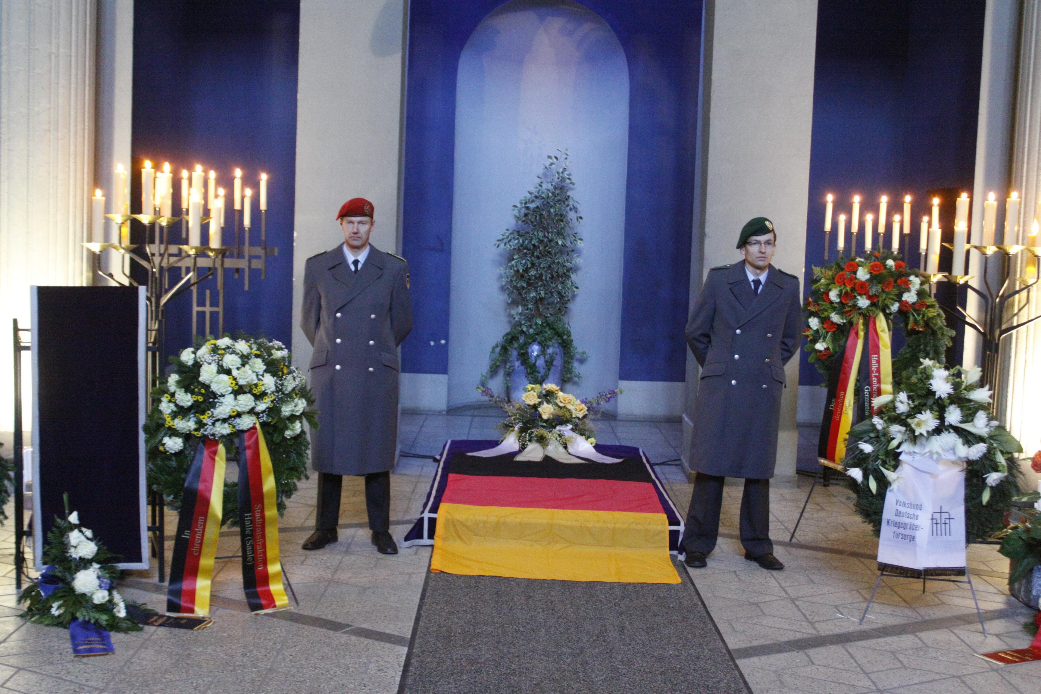 Gedenken zum Volkstrauertag in Halle