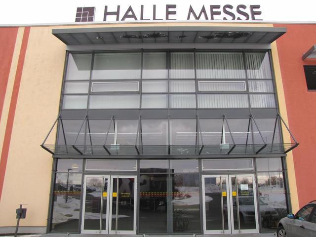 Halles messe l dt zur saalebau und gartenideen ein for Modern massiv bauen halle