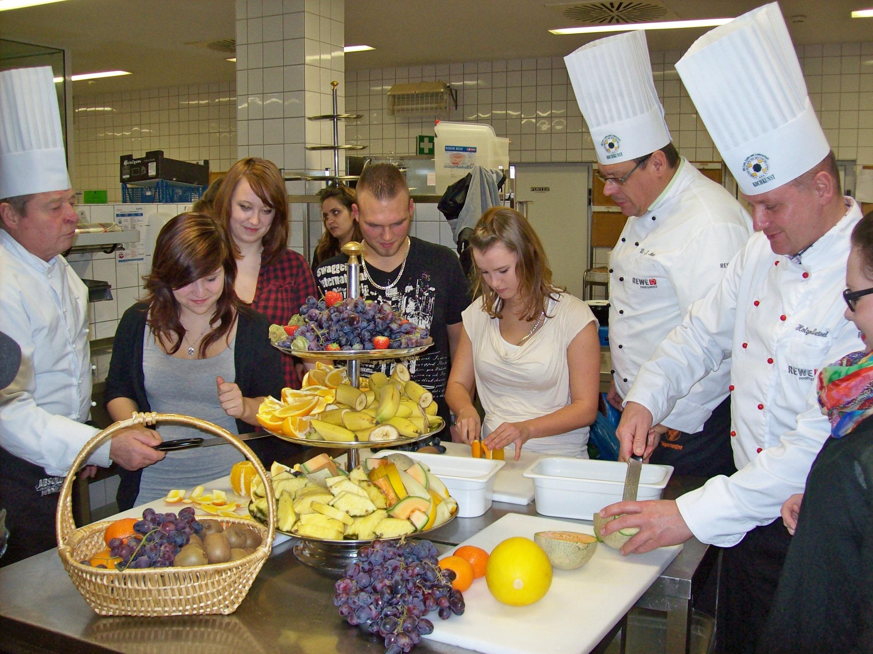Jugendliche und Köche