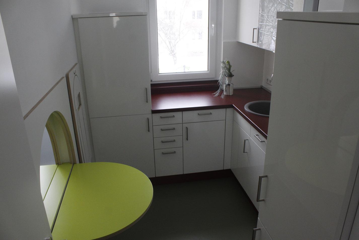 Burg-Student mit kreativen Ideen für Industriebau-Wohnung ...