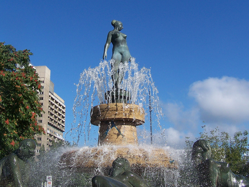 Frauenbrunnen1329143430_9eafda7bae_b