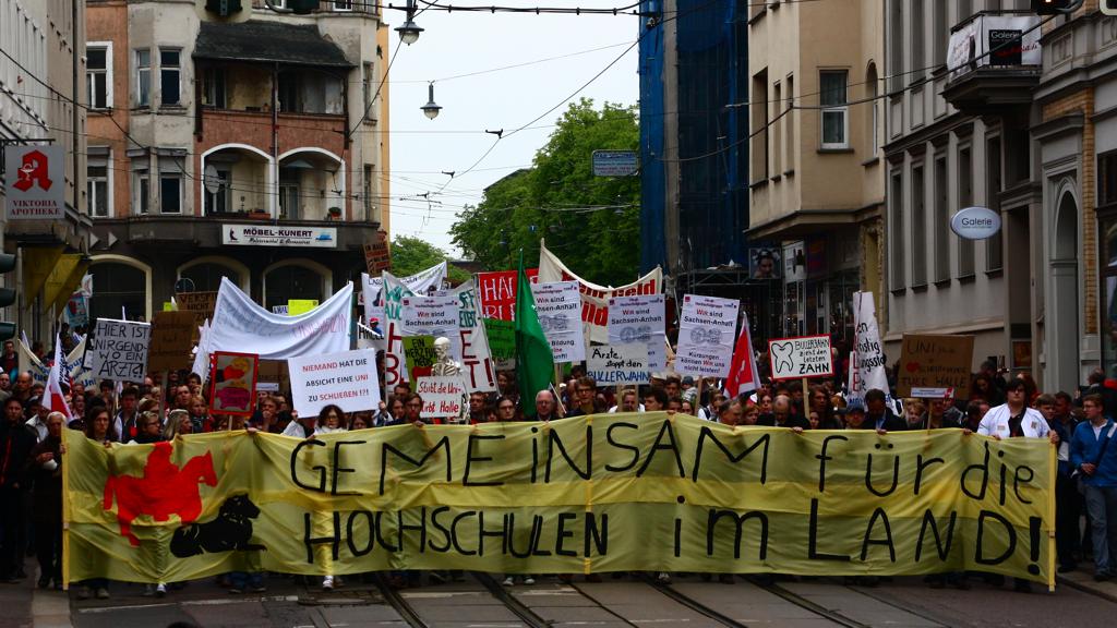 Halle bleibt! - Dem Aufruf zum Protestmarsch am Dienstag folgten über 7000 Leute.