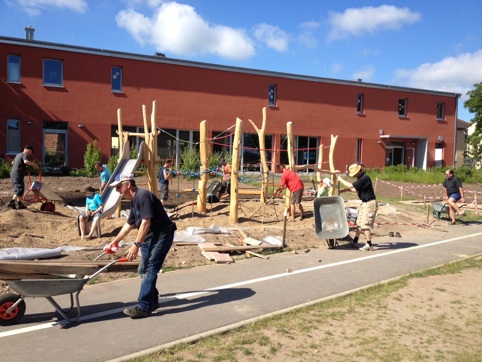Arbeitseinsatz Spielplatz Grundschule Kröllwitz