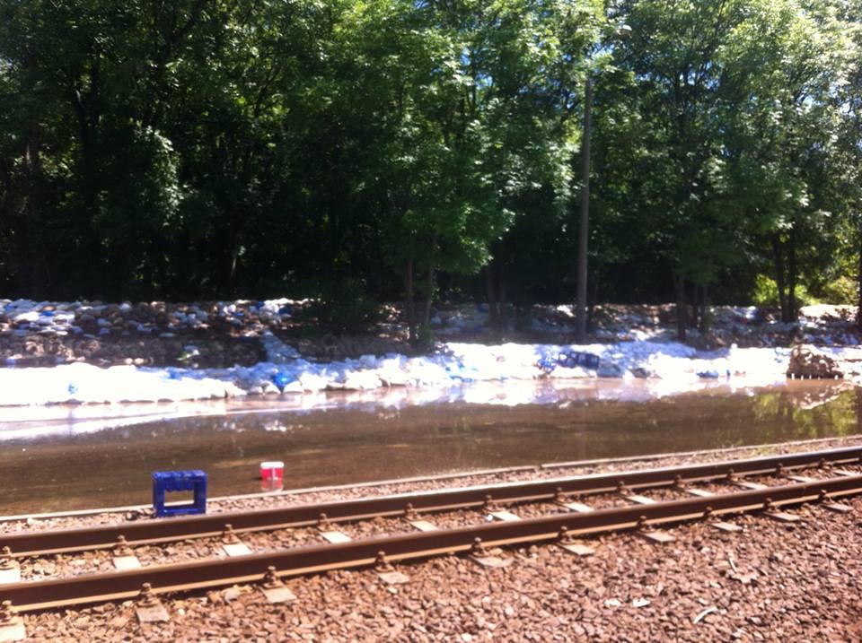 Gimritzer Damm zum Hochwasser 2013: Sickerwasser hat bereits die Straße geflutet