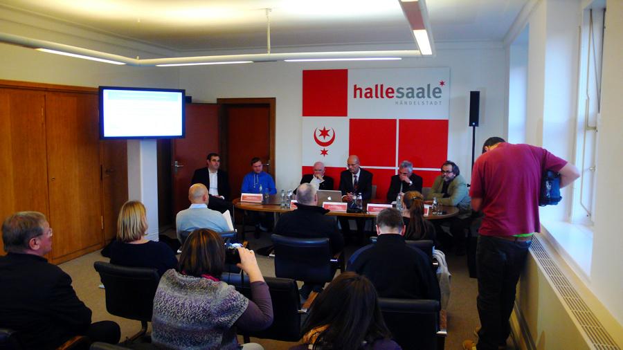 Demonstrative Einigkeit bei der Pressekonferenz im Ratshof zum gemeinsam erarbeiteten Sparkonzept für die Bühnen in Halle.