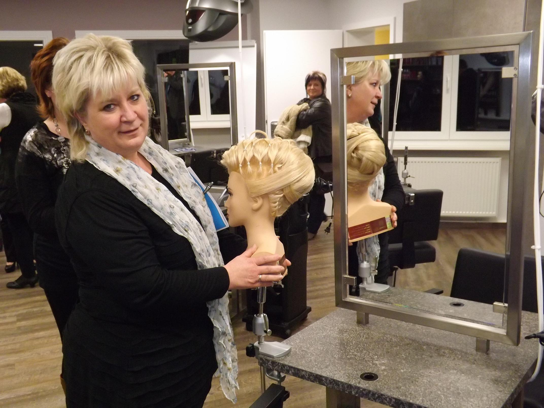 Neue Ausbildungswerkstatt der Handwerkskammer für Friseure eröffnet ...