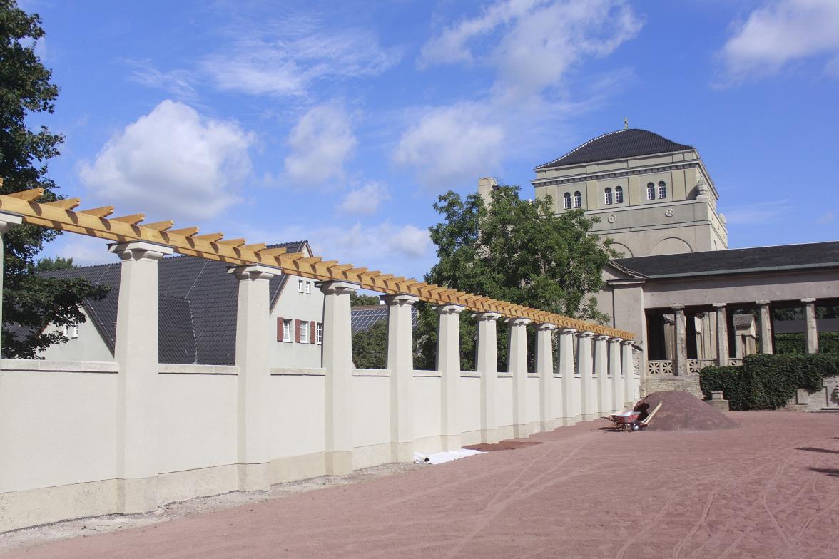 aufh bschung zum 100 j hrigen bestehen neue kolonnaden im gertraudenfriedhof. Black Bedroom Furniture Sets. Home Design Ideas