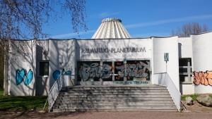 Noch steht es: Das Planetarium