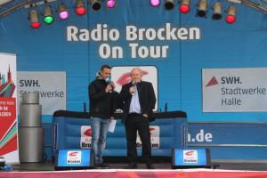Radio-Brocken Moderator Stefan Timm und HWS-Geschäftsführer Jörg Schulze bei der offiziellen Eröffnung