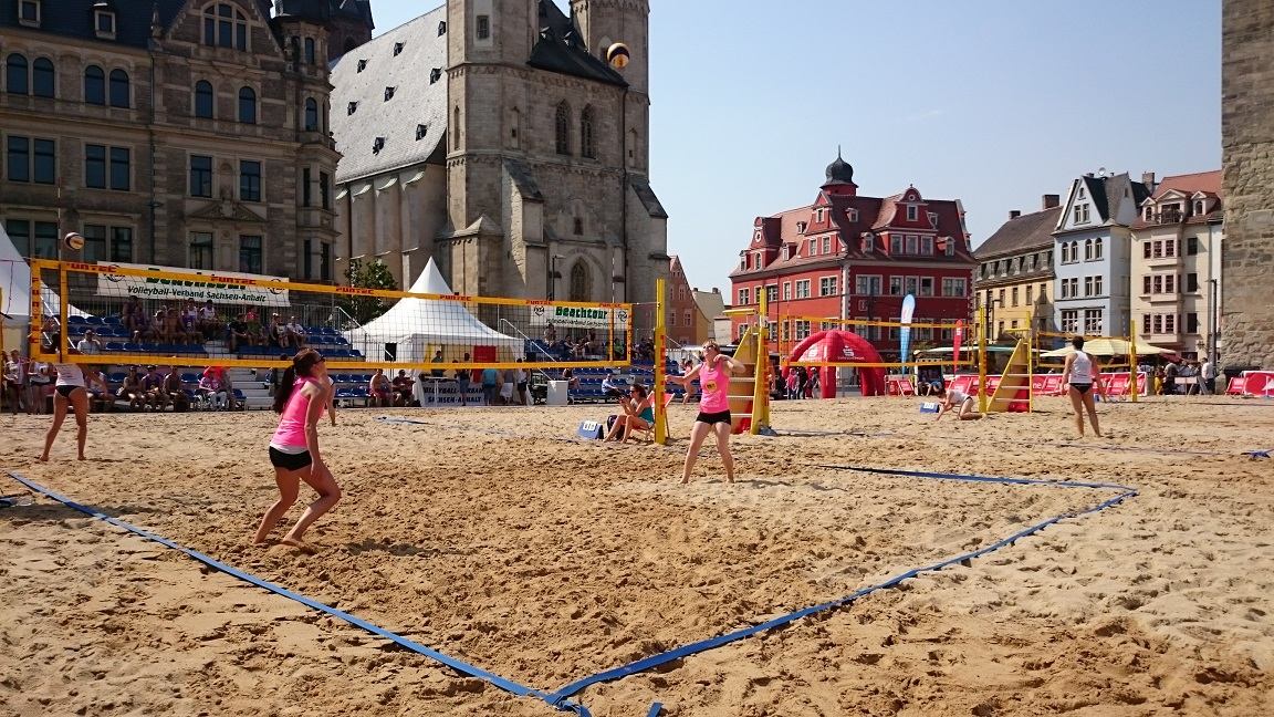 city beach beachvolleyball auf dem markt in halle onlinemagazin aus halle. Black Bedroom Furniture Sets. Home Design Ideas