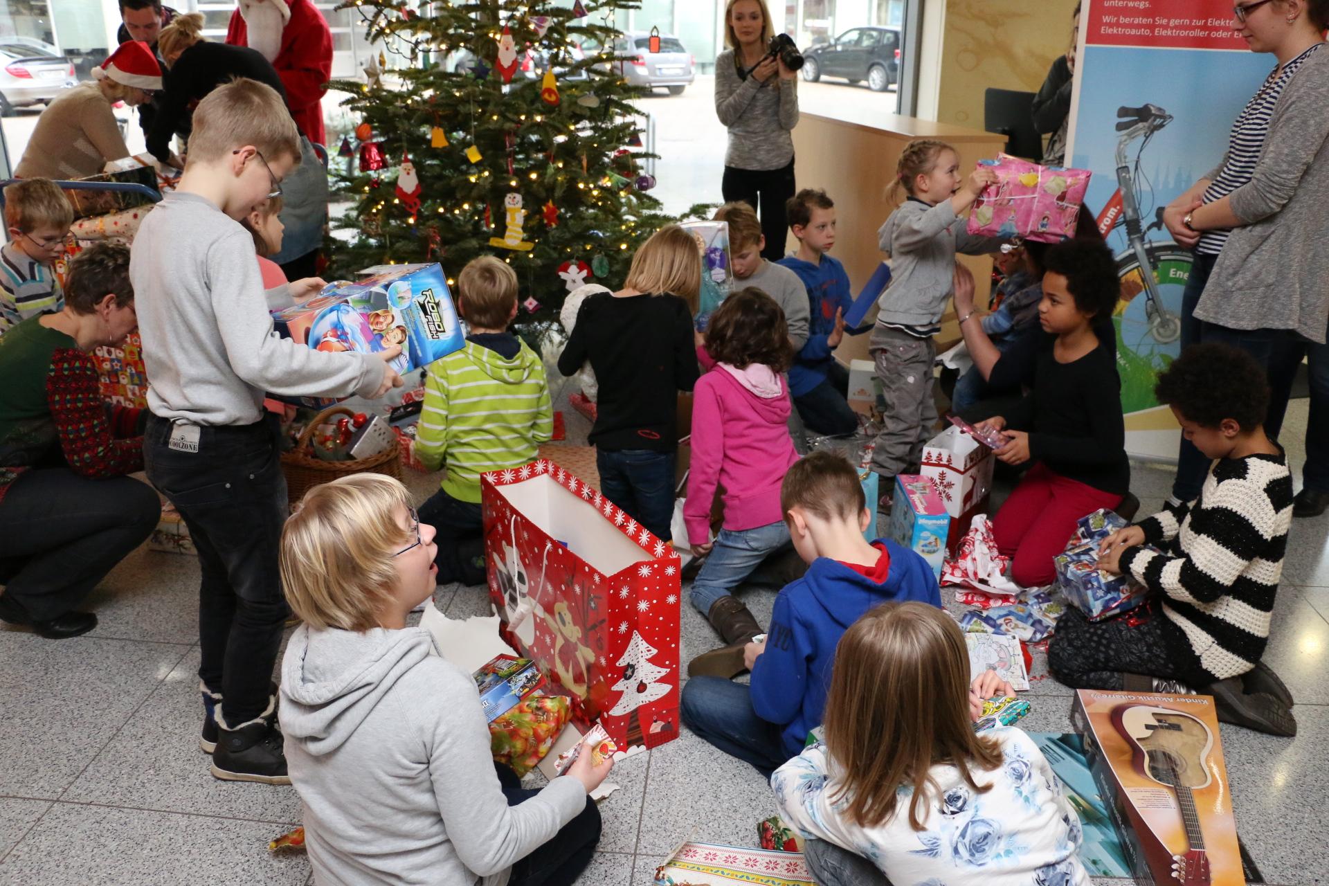 Kinderheim Weihnachtsgeschenke.Weihnachtsgeschenke Für Das Kinderheim Clara Zetkin In Halle