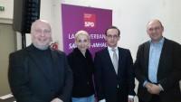 Die drei Landtagskandidaten Andreas Schmitt, Susanne Krohn und Detlev Wend: sie freuen sich, dass sie für ein Pressefoto mal ihren Minister Heiko Maas in die Mitte nehmen dürfen.