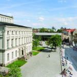 Löwengebäude auf dem Universitätsplatz. Foto: Norbert Kaltwaßer