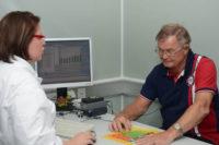 Programmierung des Cochleaimplantates (CI). Foto: UKH
