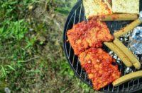 Auch für den Grill gibt es fleischlose Alternativen. Foto: Maike Klose