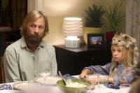 Papa zeigt seinen Kindern die Zivilisation. Quelle Universumfilm