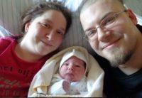 Juliane Neugebauer und   Axel Neugebauer mit ihrem Sohn Lias Joel  (Quelle: Krankenhaus St.  Elisabeth u nd St. Barbara