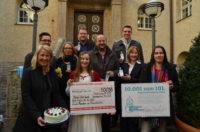 Die Stadtwerke konnten dem Stadtbad 50.098 Euro Spendengelder überreichen.