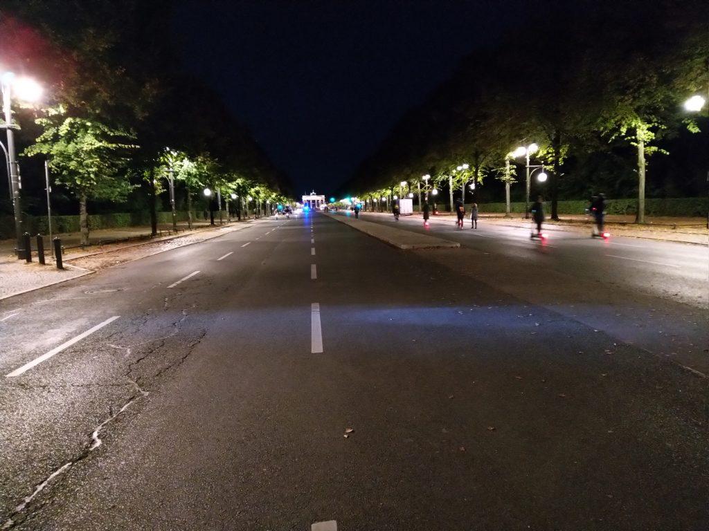 Leere Straße des 17. Juni